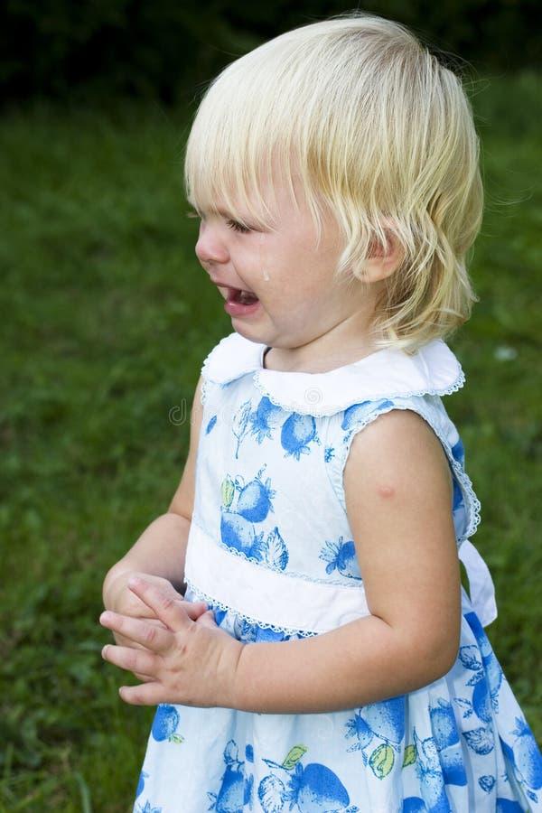 不快乐哭泣的女孩 库存图片