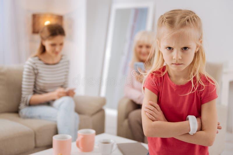 不快乐的了无欢乐的女孩在一种坏心情 库存图片