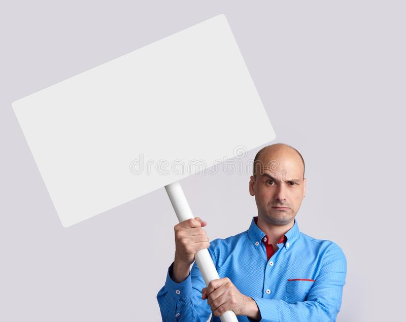不快乐的人举行一张招贴 库存图片