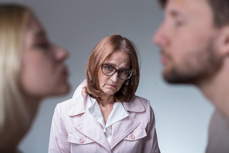 不快乐的婆婆 免版税库存图片
