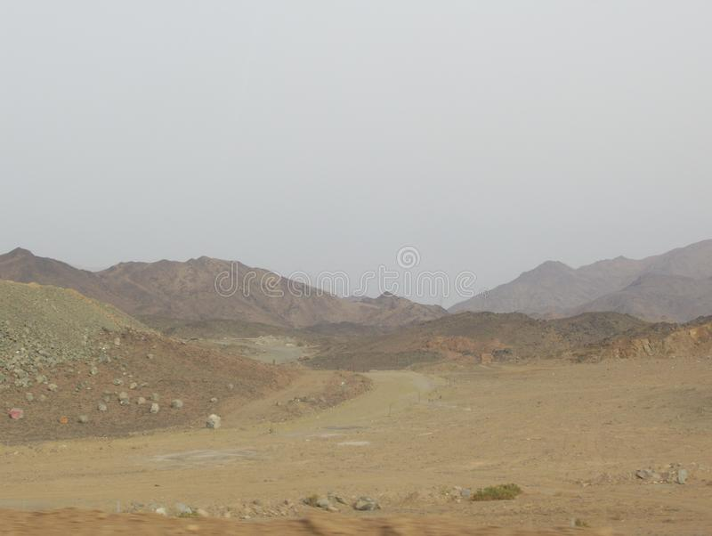 不拘形式的住房在沙特阿拉伯沙漠 免版税库存照片