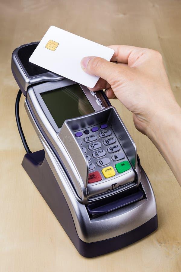 不接触的智能卡工资 库存图片