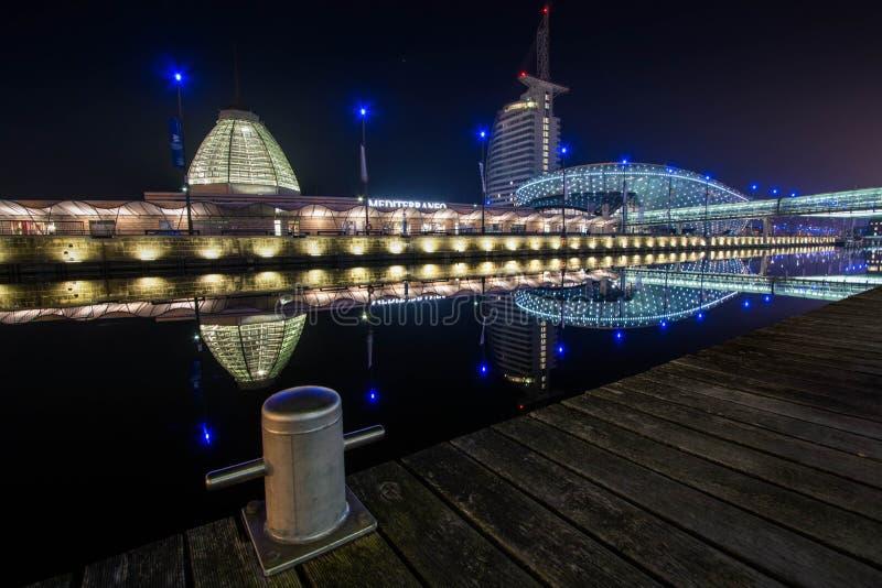 不来梅哈芬海滨城市在晚上 免版税库存图片