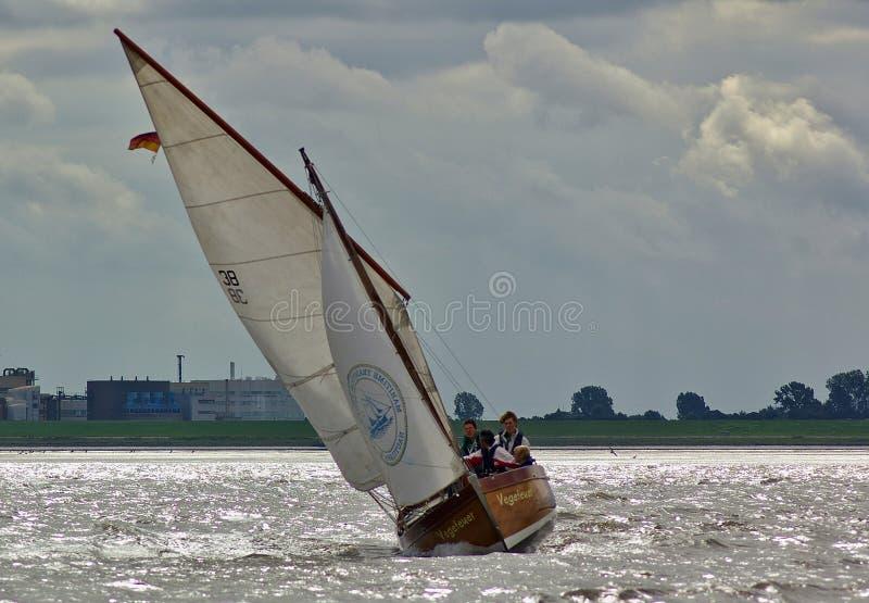 不来梅哈芬,德国- 2012年9月8日, -在河Weser的经典航行游艇 库存照片