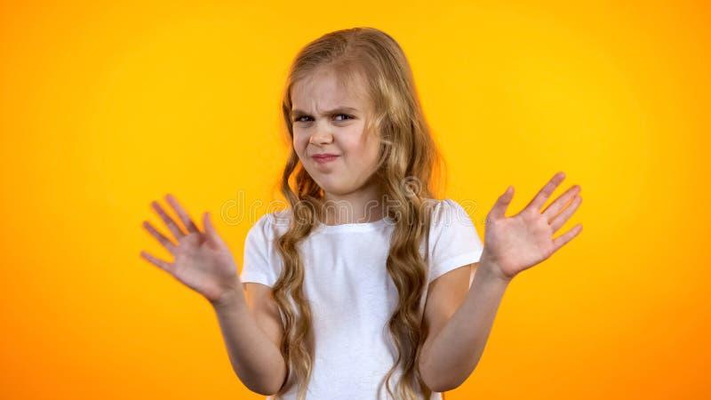 不满意的女小学生挥动的手,不推荐的质量差教育 免版税库存照片