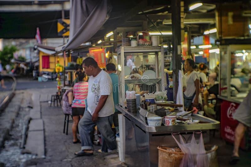 不知道泰国人或游人在达拉Phlu火车站市场上 达拉Phlu市场是老市场和非常著名地方F 免版税库存照片