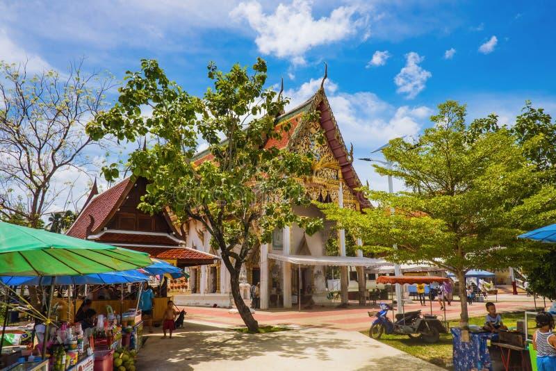 不知道泰国本地人摊位Wat皮带Khung寺庙的在萨穆特Songkhram泰国 库存图片