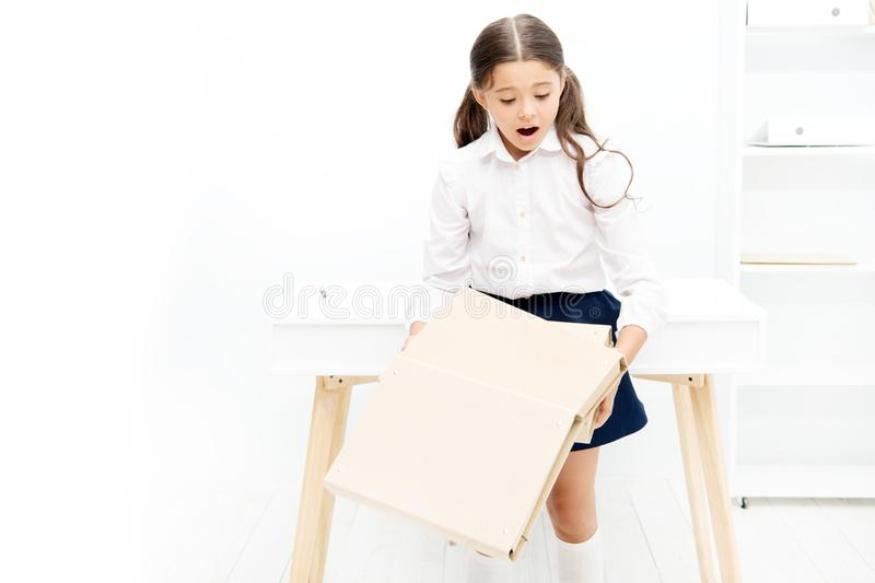 不要放弃 女小学生压下了学习 应付失败 Make教的点差错适当地成交 免版税图库摄影