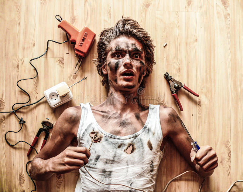 不要设法单独修理电导线 库存照片