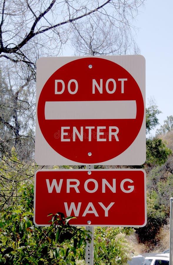 不要进入错误方式路牌 免版税库存照片