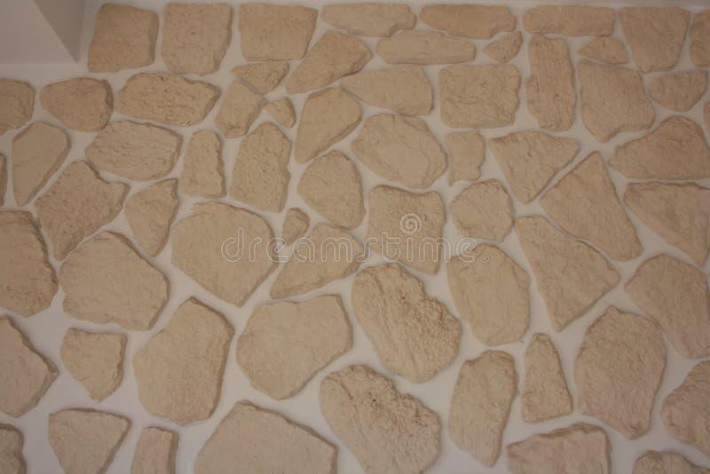 不规则的砖背景用于装饰墙壁 涂上的瓦片 免版税库存图片