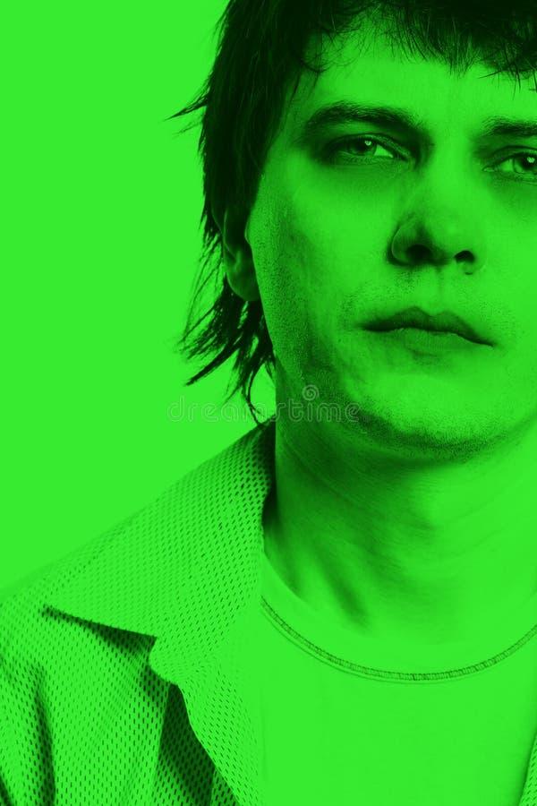 Download 不适的人。 库存图片. 图片 包括有 不适, 死亡, 凝视, 绿色, 摆在, 偶然, 纵向, 查找, 英俊 - 30334871