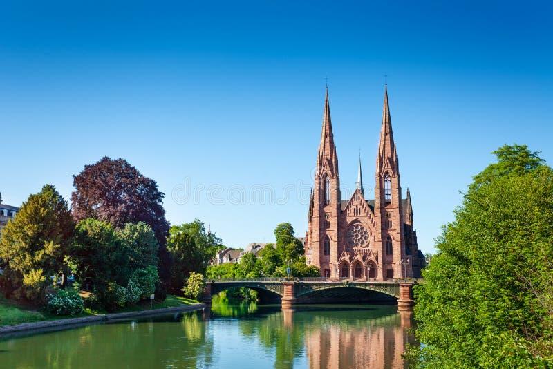 不适的河岸和圣保罗教会在史特拉斯堡 免版税库存照片