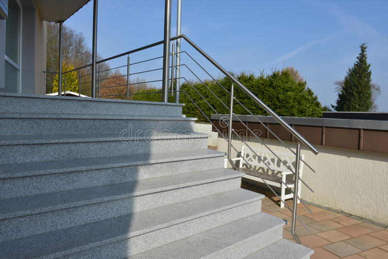 不锈钢扶手栏杆 免版税库存照片