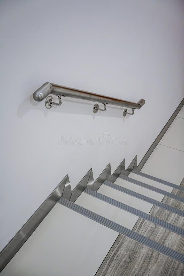 不锈钢梯子把柄 扶手栏杆和联接细节  图库摄影