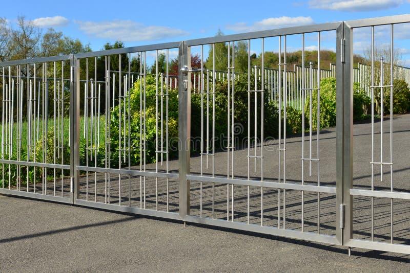 不锈钢篱芭 库存照片