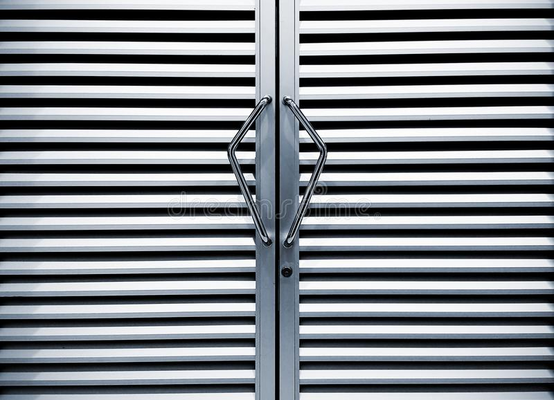 不锈钢门把手和背景照片 库存图片