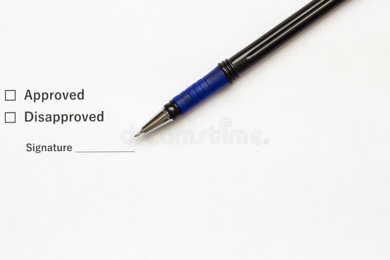 与一个地方的文件署名和笔特写镜头的 库存照片
