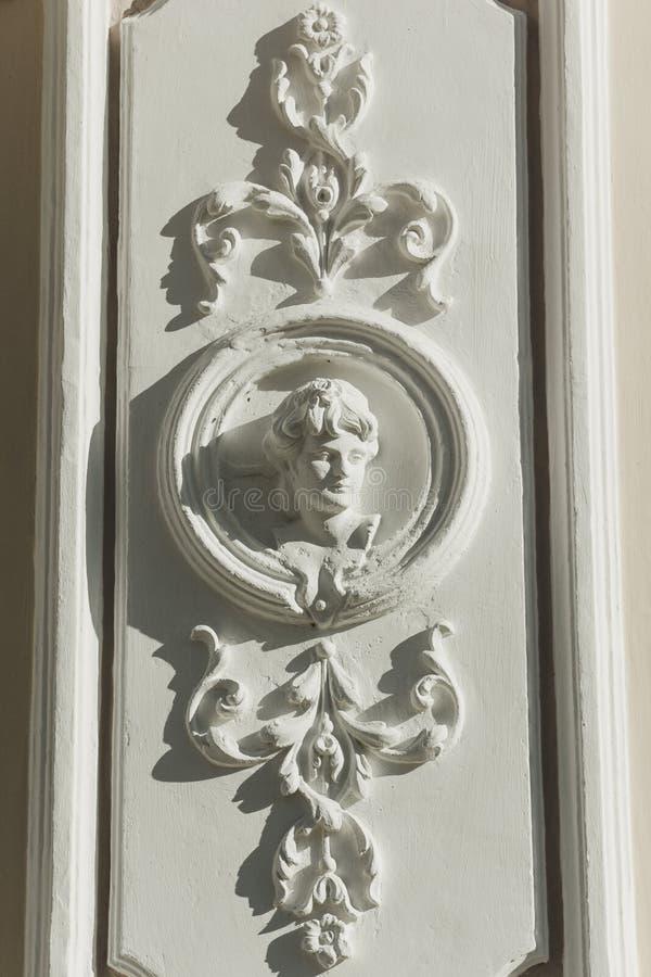 与一个少妇的图象的浅浮雕 免版税图库摄影