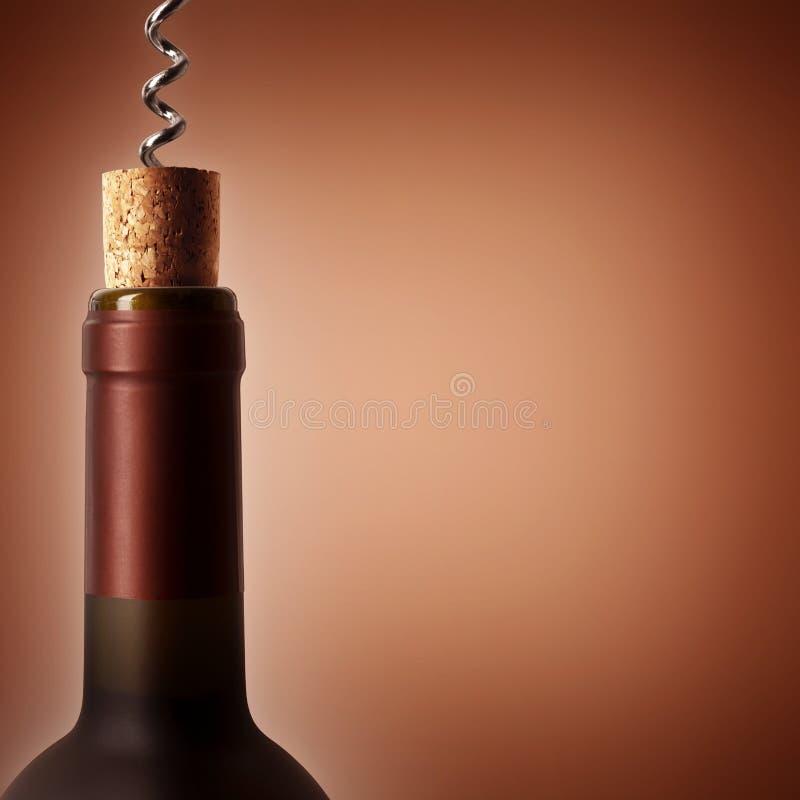 与一个瓶的拔塞螺旋酒 图库摄影