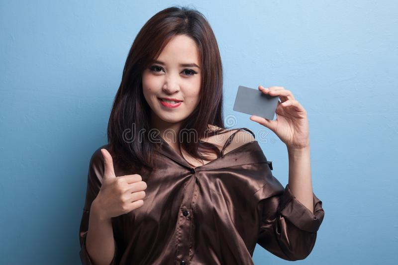 亚洲日p网手机_与一个空插件的年轻亚洲妇女赞许