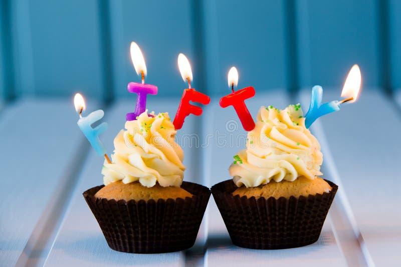 与一个蜡烛的杯形蛋糕50的-第五十个生日 免版税库存图片