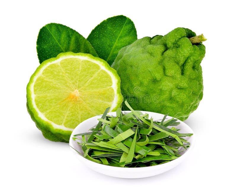 与一半的在白色隔绝的香柠檬和叶子 免版税库存图片