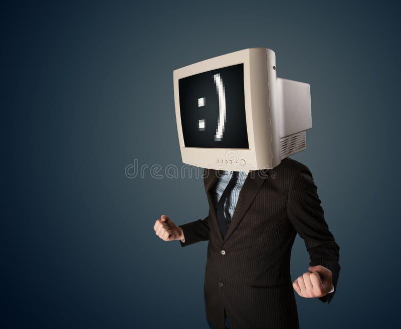 与一台显示器的滑稽的年轻商人在他的头和面带笑容 向量例证