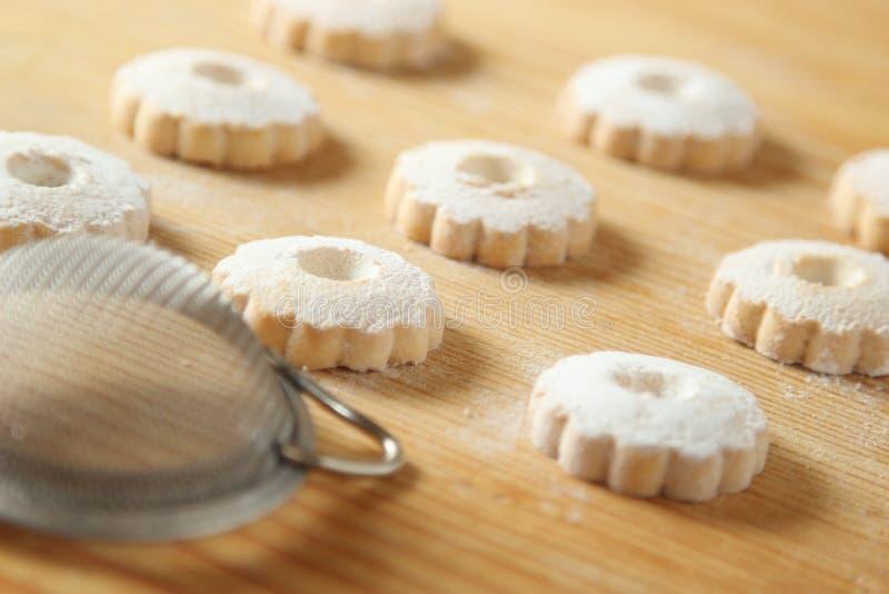 与一台过滤器的意大利canestrelli曲奇饼糖粉的 库存图片