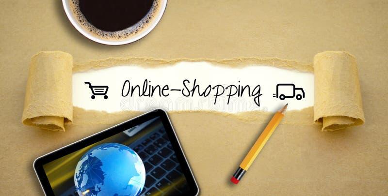 与一杯咖啡的文书工作与片剂或智能手机的使用网络购物 免版税图库摄影
