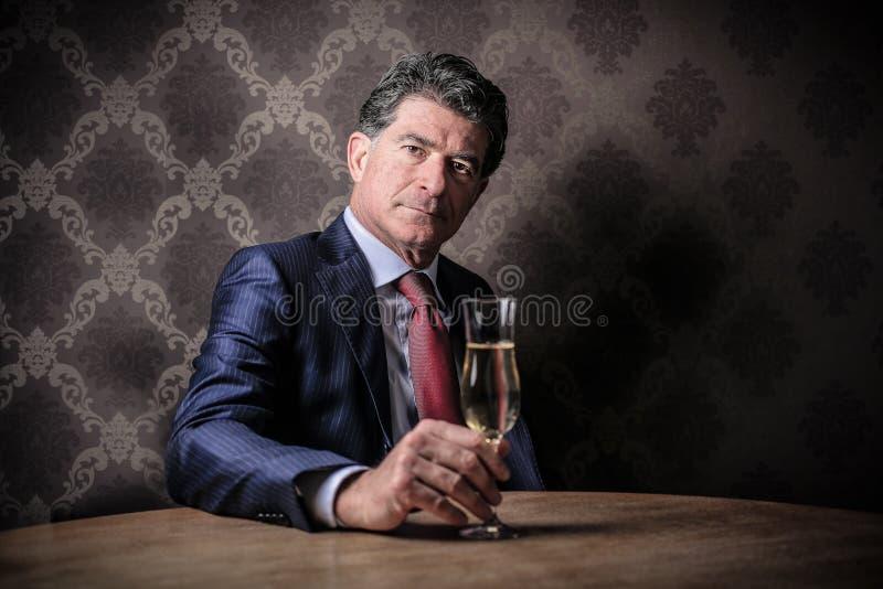 与一杯的商人酒 图库摄影