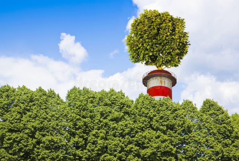 与一棵树的零的二氧化碳排放概念在烟囱顶部- Ima 库存图片