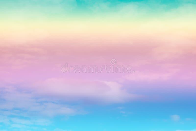 与一种淡色的软的云彩背景 库存照片