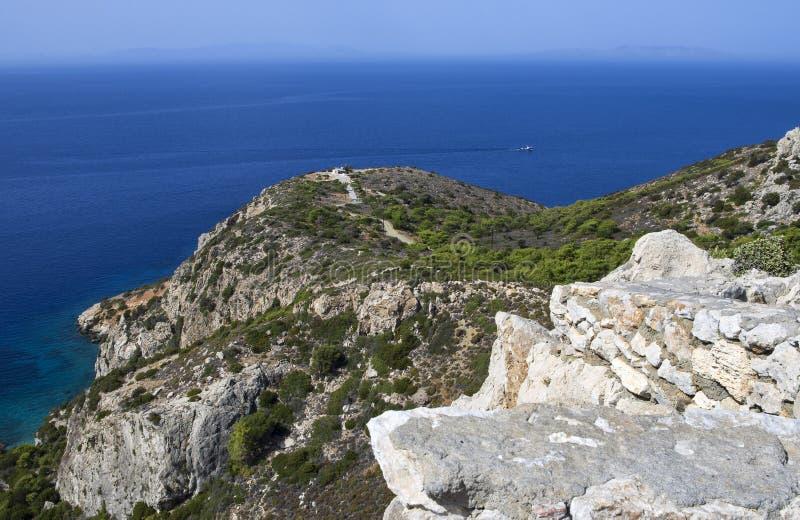 与一艘船的美好的海景在爱琴海 库存图片