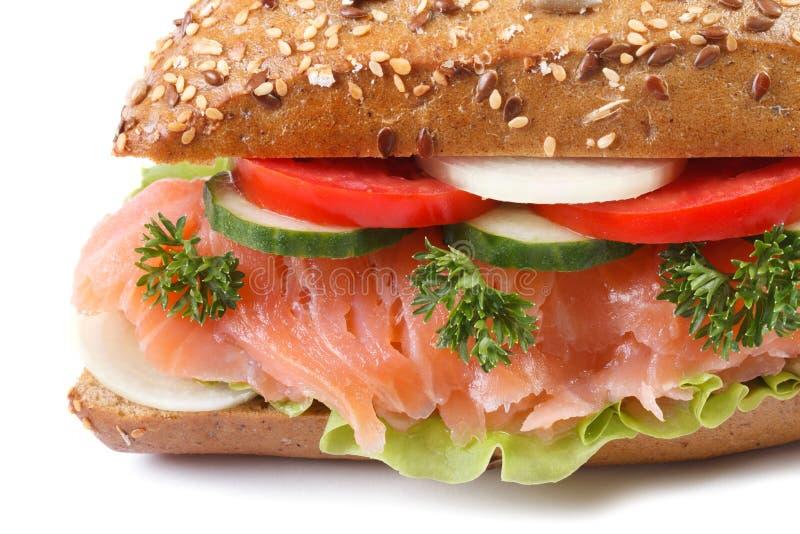 与三文鱼和菜宏指令的三明治被隔绝的 免版税库存照片