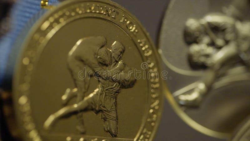 与三色丝带特写镜头的许多金牌 第一个地方的奖牌在柔道的竞争中 a的许多奖牌 免版税库存图片