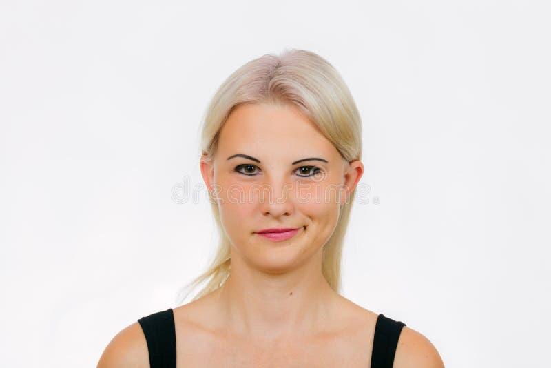 与与一个恶意微笑特写镜头的女性面孔 免版税库存图片