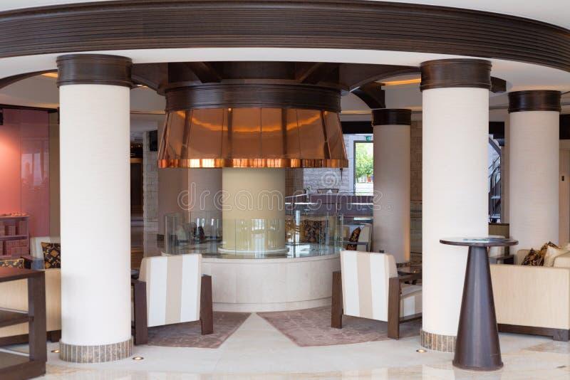 与专栏的旅馆大厅 免版税库存照片