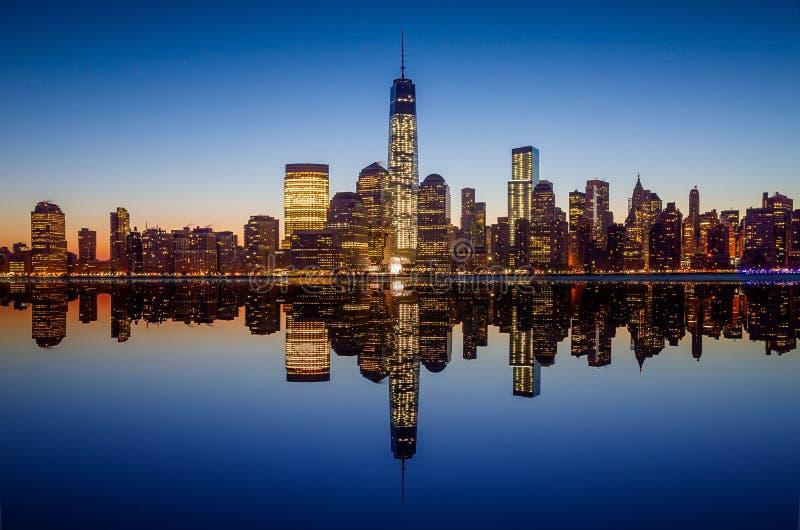 与世界贸易中心一号大楼大厦的曼哈顿地平线在tw 图库摄影