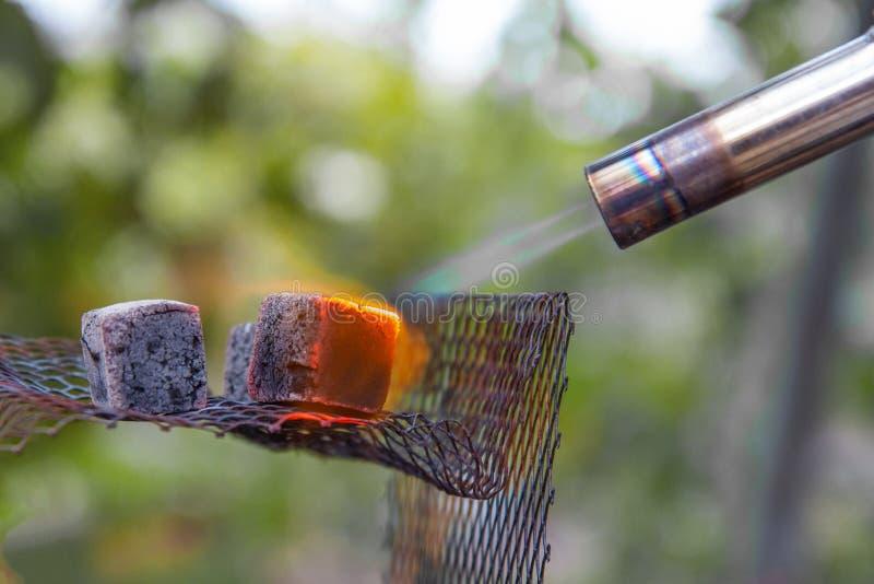 与丙烷火炬的热化水烟筒的 免版税图库摄影