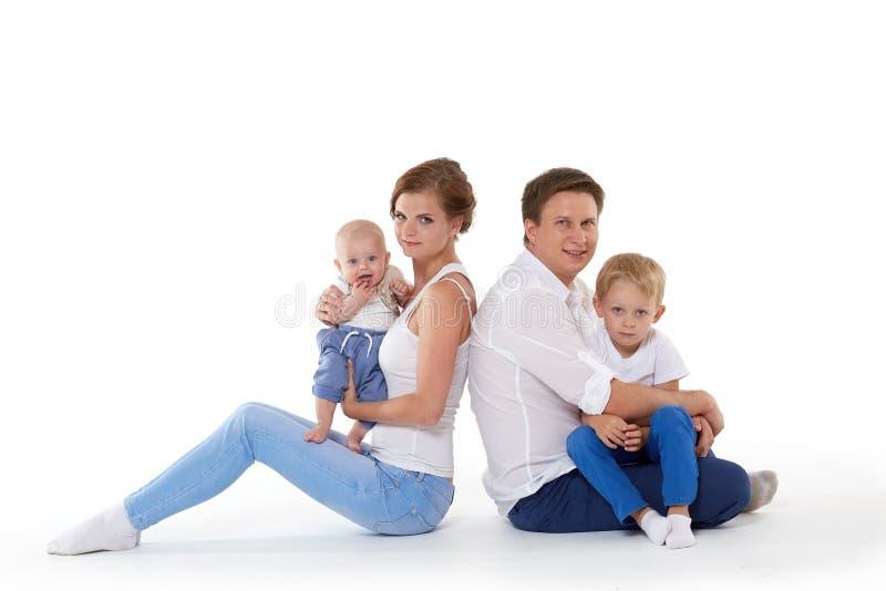 与两个婴孩的愉快的家庭 库存图片