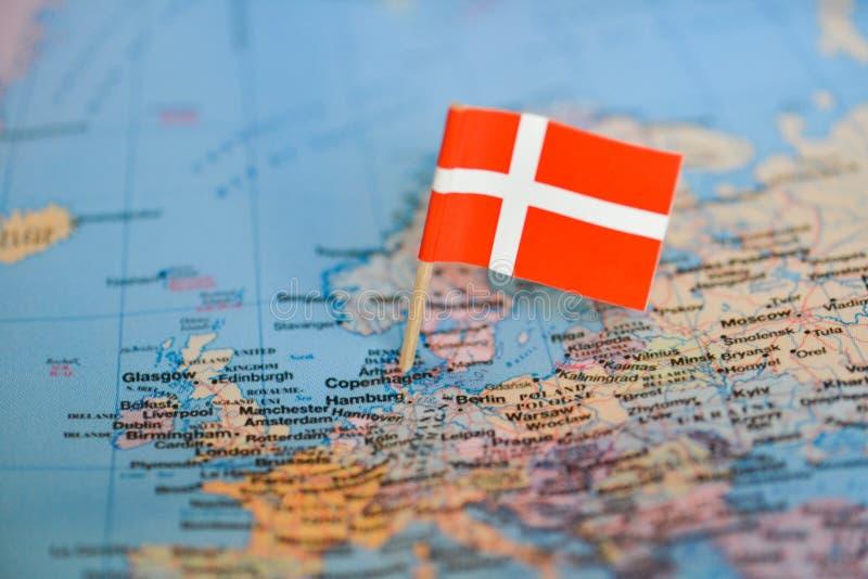 与丹麦的旗子的地图 库存图片