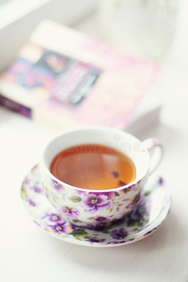 与书的茶时间 库存照片