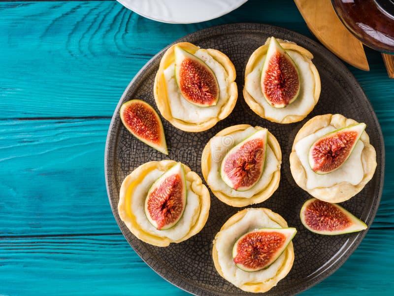 与乳清干酪和无花果的果子馅饼 库存照片