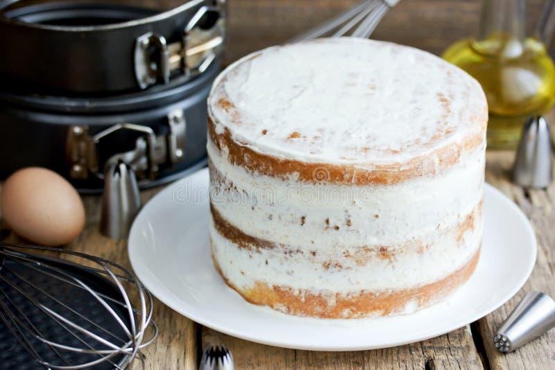 与乳酪结霜的赤裸蛋糕 库存图片