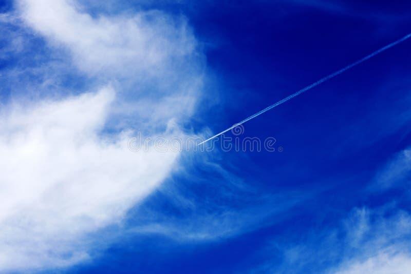 与云彩优质五十megapixels的深天空蔚蓝 库存照片