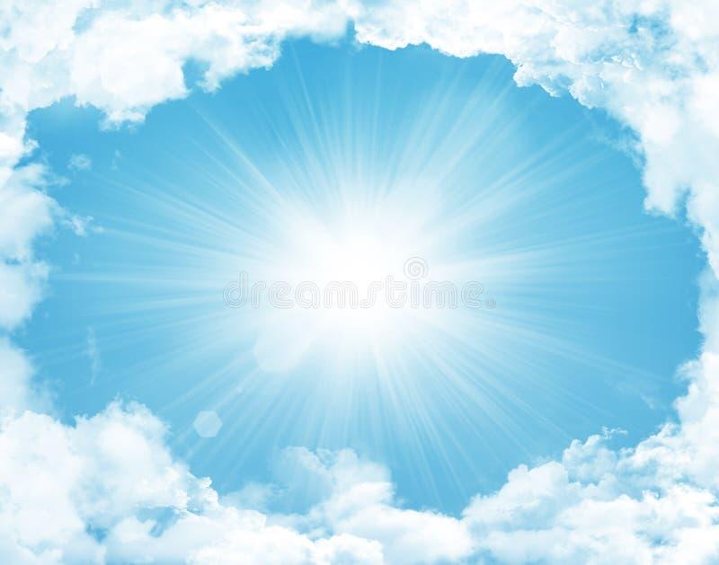 与云彩和太阳的蓝天 图库摄影