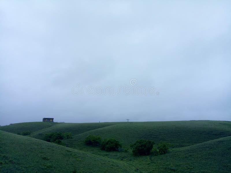 与云彩和绿色的雨大气 库存图片