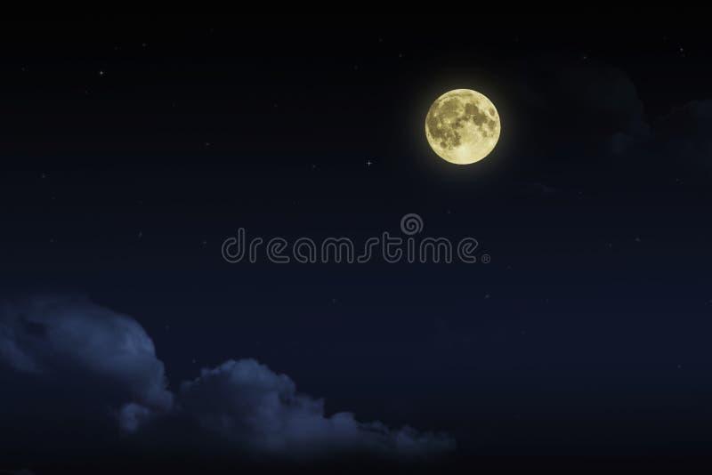 与云彩和fullmoon星的美丽的不可思议的蓝色夜空 免版税库存图片