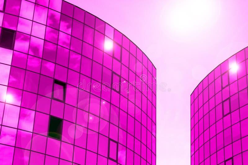 与云彩天空反射的玻璃墙门面 现代都市建筑学背景 摩天大楼商业中心、银行或者旅馆 免版税库存图片
